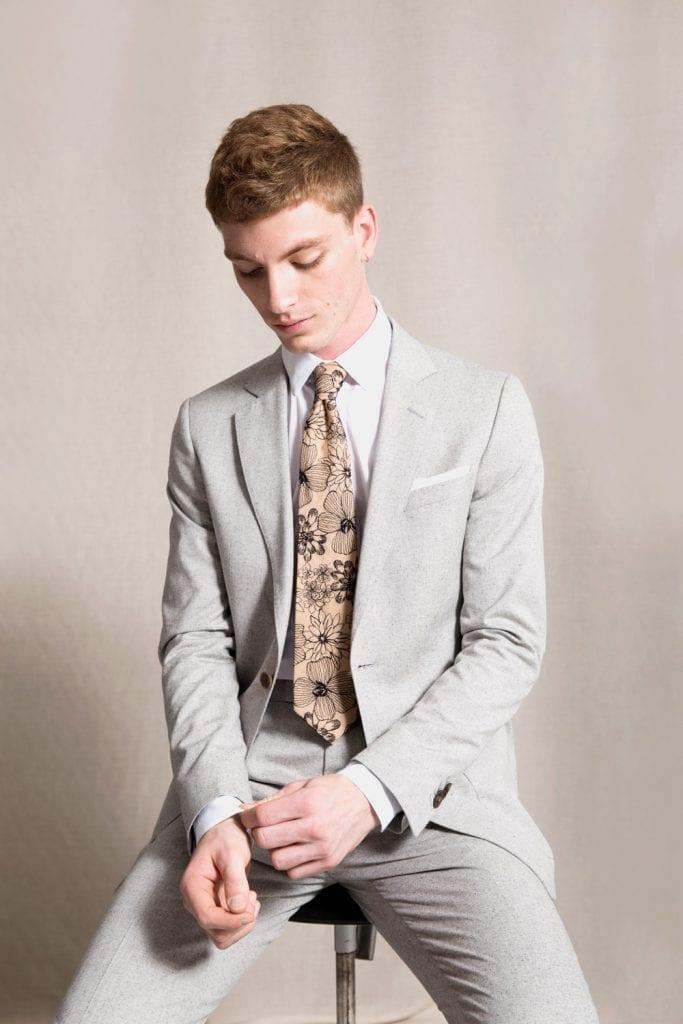 commes les loups model, tie, clothing